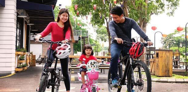 Mengisi Libur Panjang Dengan Bersepeda Bersama Keluarga