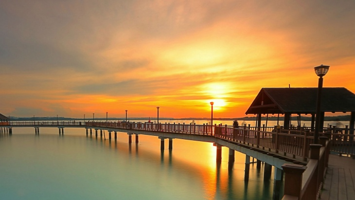 Sunrise at Changi Boardwalk